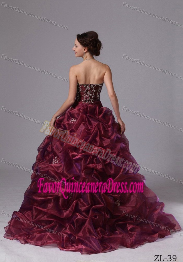 Romantic Embroidered Zipper-up Organza Dress for Quince with Sweep Train