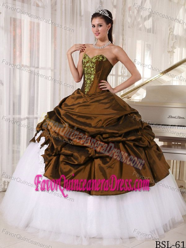 V-neck White and Brown Quince Dresses with Appliques in Taffeta and Tulle