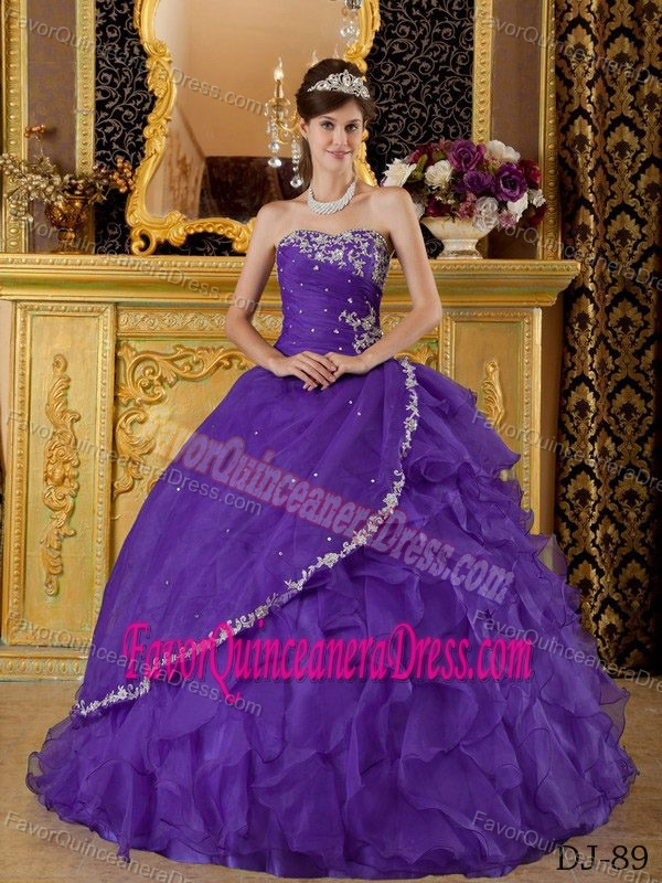 2015 Modern Purple Ball Gown Strapless Quinceanera Dresses with Ruffles