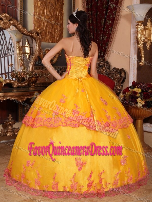 Noble Yellow Strapless Floor-length Organza Quinceanera Dresses with Appliques