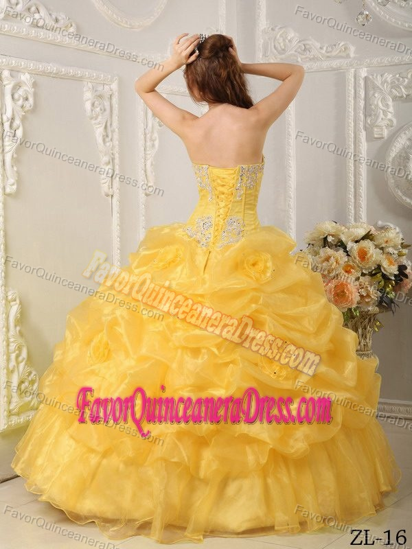 Popular Yellow Organza Ruffled Appliqued Quinces Dresses with Flowers
