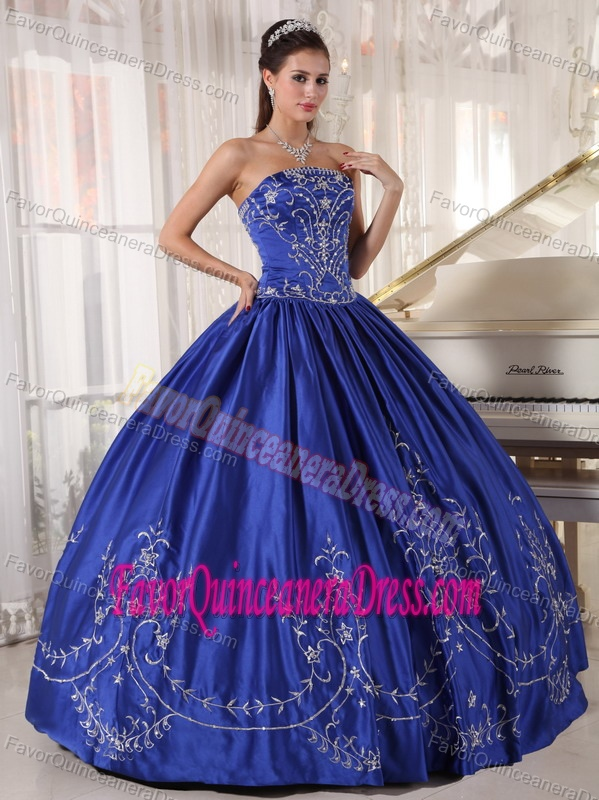 Noble Blue Strapless Sweet Sixteen Dresses in Satin with Embroidery