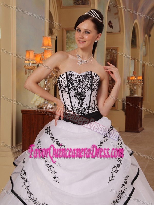 Fabulous Black and White Organza Satin Sweet 16 Dresses with Embroidery