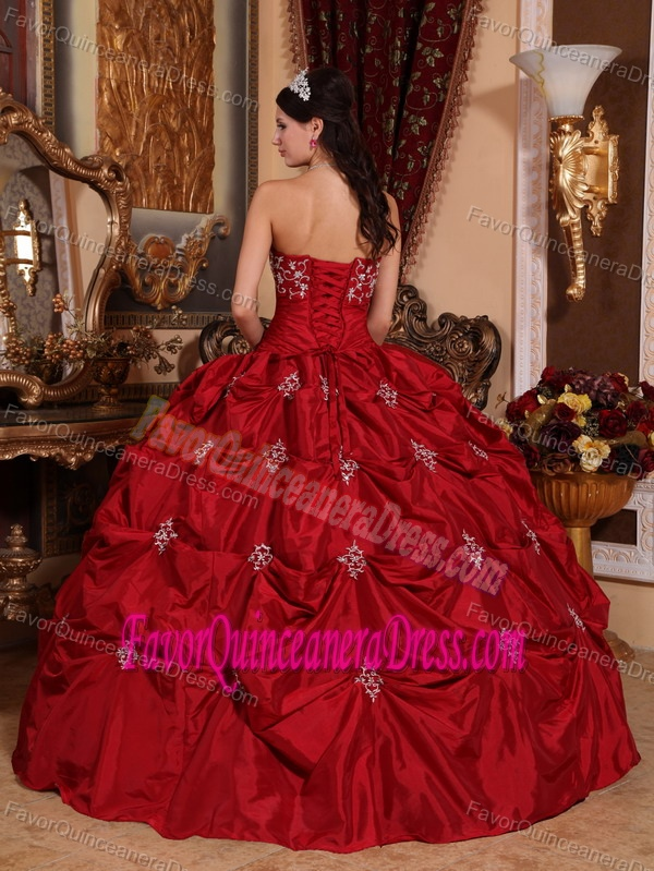 Well-packaged Appliques Strapless Taffeta Quinceanera Dresses in Wine Red
