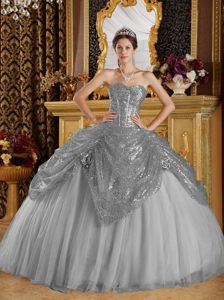 Grey Sweetheart Sequined and Tulle Quince Dresses with Handle Flowers