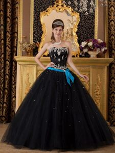 Appliqued Floor-length Strapless Black Tulle Quinceanera Dresses with Blue Sash