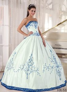 Graceful White and Blue Quinceanera Gown Dresses with Embroidery on Sale