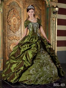 Allure Quinceanera Dresses in Olive Green Strapless Taffeta Embroidery