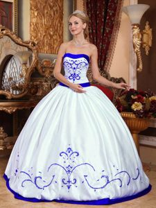 Best White Strapless Floor-length Satin Dress for Quince with Embroidery