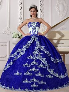 Luxurious Dark Blue and White Strapless Quinceanera Dress with Appliques