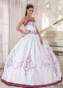 Embroidery Strapless Puffy Wine Red and White Satin Dresses for Quinceanera